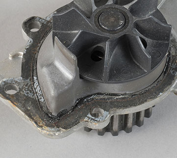 Problem_Diagnosis_361x323_Water_Pump_Leakage_Mounting_Surface